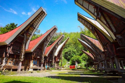 sulawesi-torajaland-rundreise-makassar-sulawesi-toraja-traditional-house-54978-87